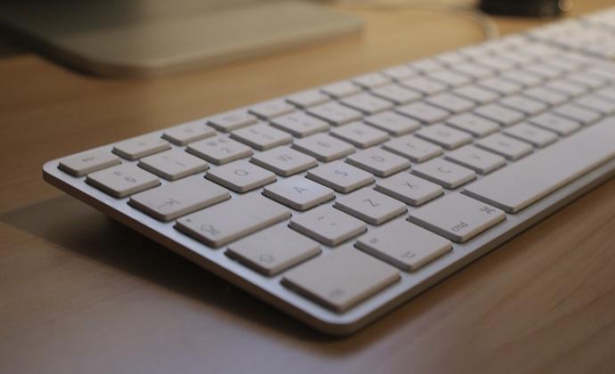 Как научиться быстро печатать на клавиатуре ?