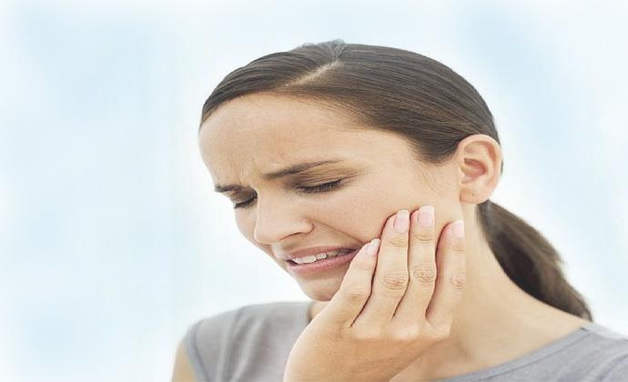 Как уменьшить зубную боль в домашних условиях