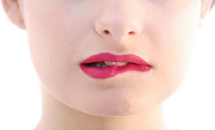 Как перестать кусать губы?