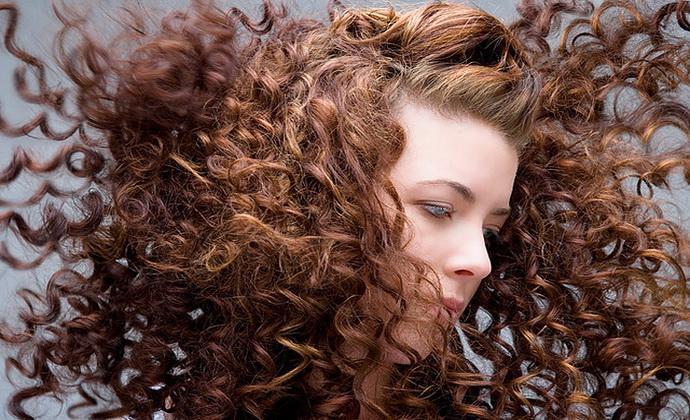 Как придать волосам объем в домашних условиях ?
