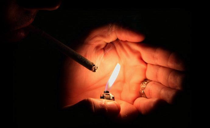 Как узнать курит человек или нет?