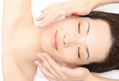 выполнение японского массажа Асахи