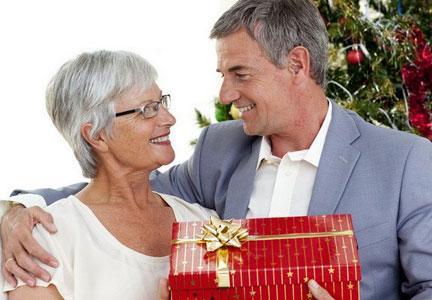 выбираем подарок женщине на 60 лет