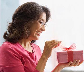 идеи подарков для женщин от 50 лет
