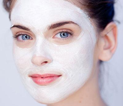 избавиться от морщин можно с помощью ежедневного ухода за лицом